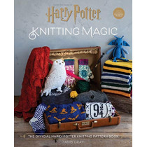 Harry Potter Knitting Magic: The official Harry Potter knitting pattern book by Tanis Gray, 9781911641926